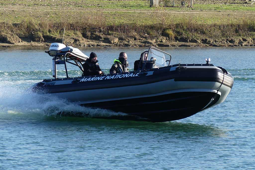 Sillinger propose des bateaux pneumatiques avec un système de pilotage très performant.