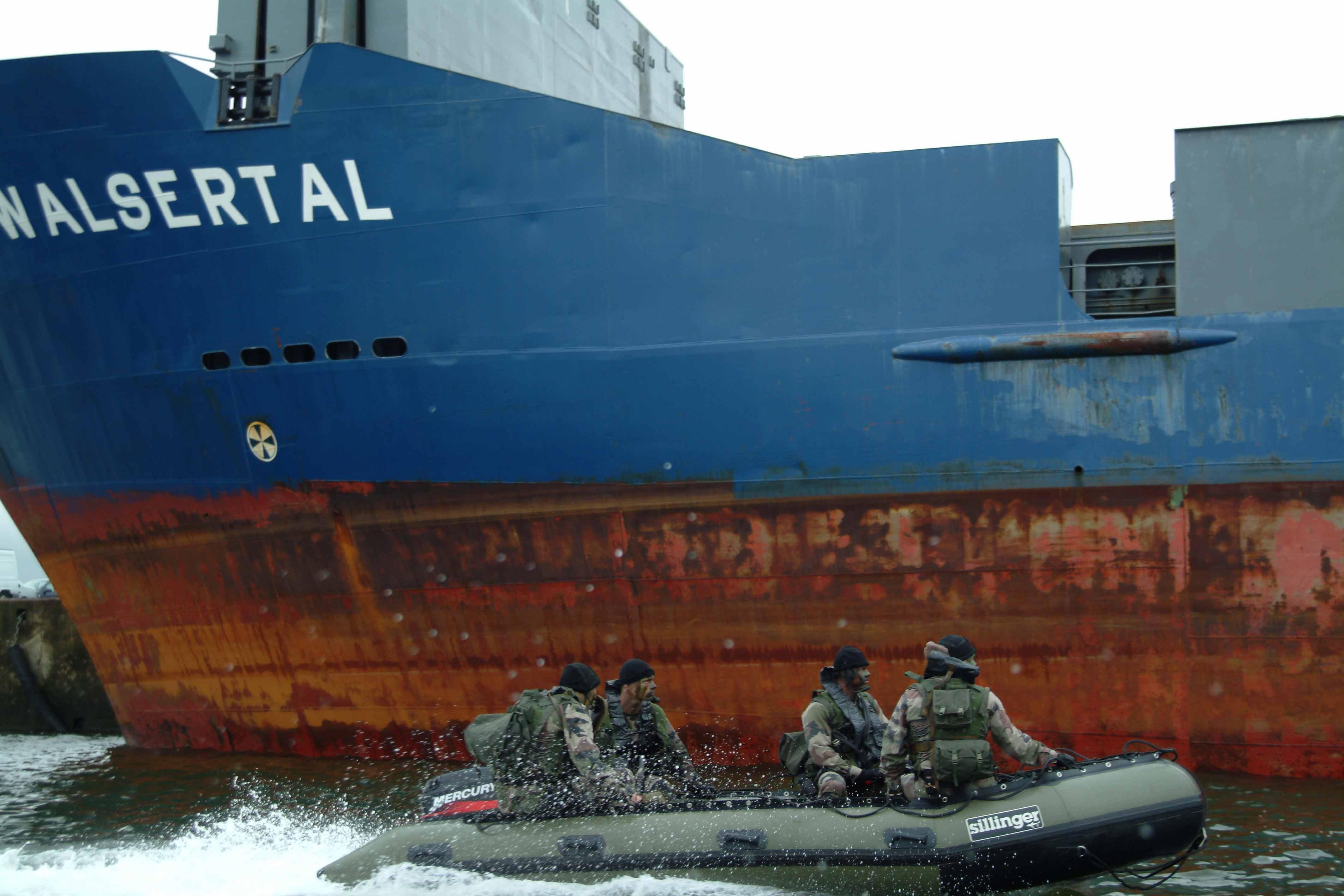 Des bateaux multi-mission sont adaptés à des missions commandos d'infiltration/exfiltration et de sauvetage.