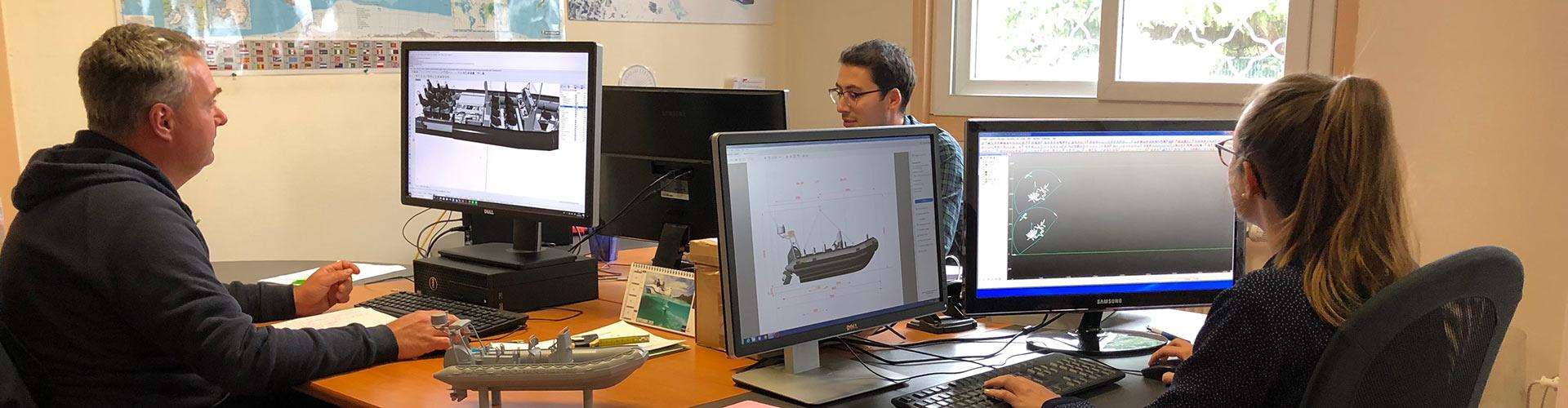 Le bureau d'études conçoit des bateaux pour les professionnels et militaires.