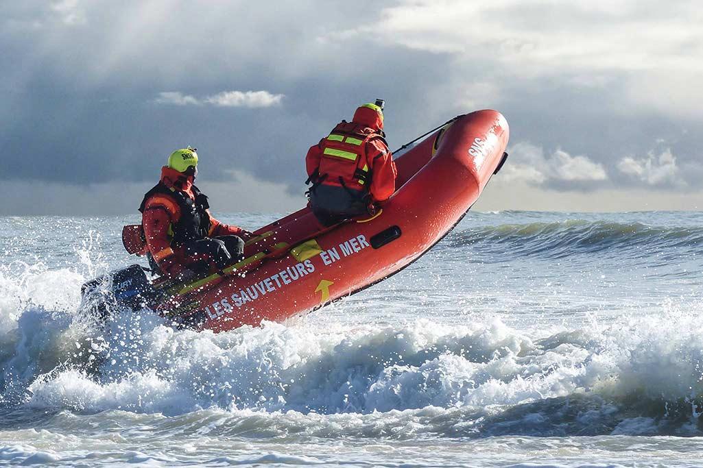 Sillinger propose une gamme de bateaux gonflables destinés aux militaires et aux professionnels.