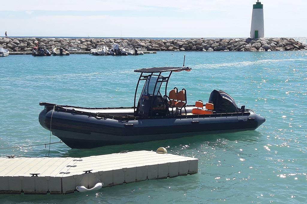 Sillinger la célèbre marque française, constructeur de bateau avec pour symbole le requin.