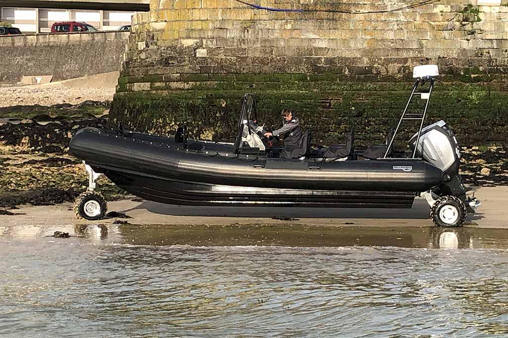 Découvrez la gamme de bateaux Amphibie de Sillinger.