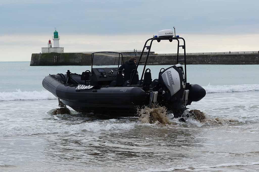 Sillinger propose des semi-rigides amphibie qui peut être mis en œuvre rapidement sur tout type de terrain grâce à ses trois roues motrices.